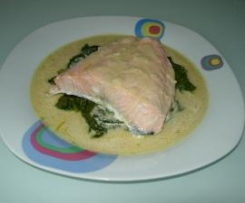 Salmon al vapor con espinacas y mostaza